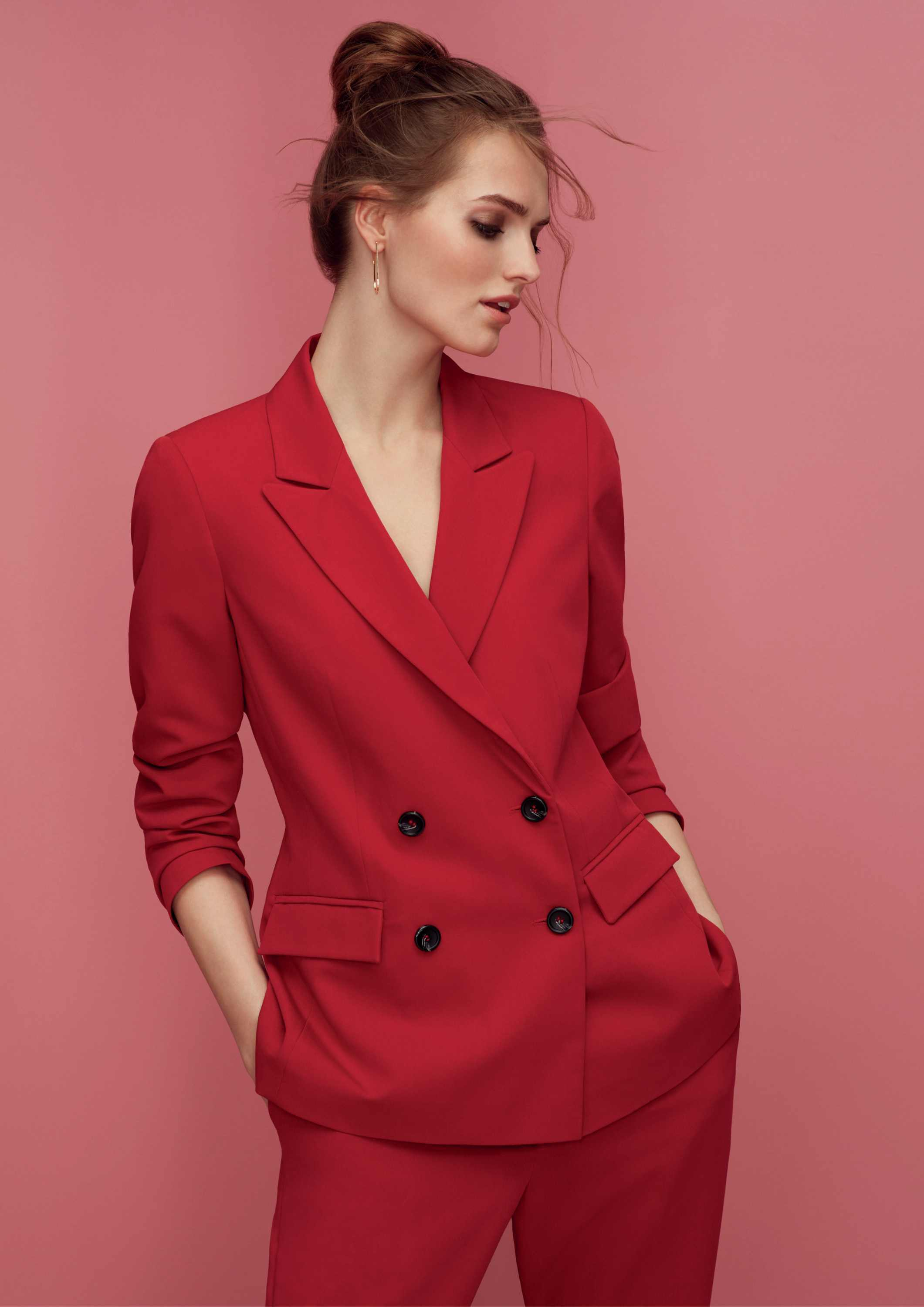 model wearing Dorothy Perkins Jacket and Blazer