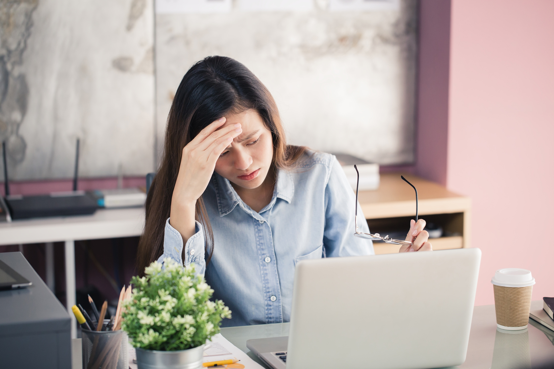 Anxious woman at her desk (Thinkstock/PA)