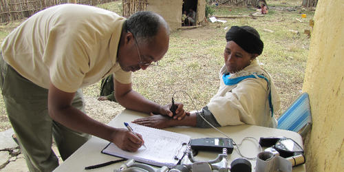 Dawit Wolde Meskel of Addis Ababa University in Ethiopia takes a skin reflectance reading of a study participant (Tishkoff Laboratory