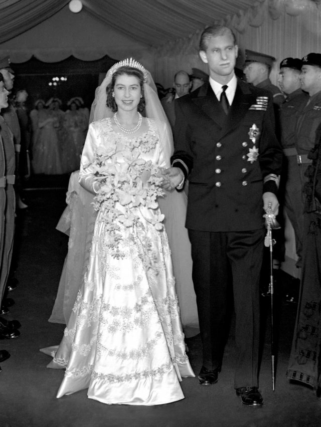 Princess Elizabeth and Lieut Philip Mountbatten leaving Westminster Abbey after their wedding ceremony