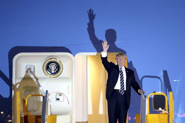 Presdient Trump arrived in Hanoi, Vietnam, on Air Force One (Minh Hoang/AP)
