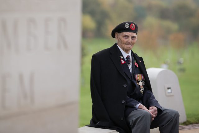 Les Cherrington, a 99-year-old veteran of the Second World War
