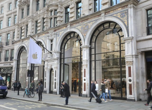 The Apple Store in Regent Street was hit by 10 thieves on mopeds (Philip Toscano/PA)