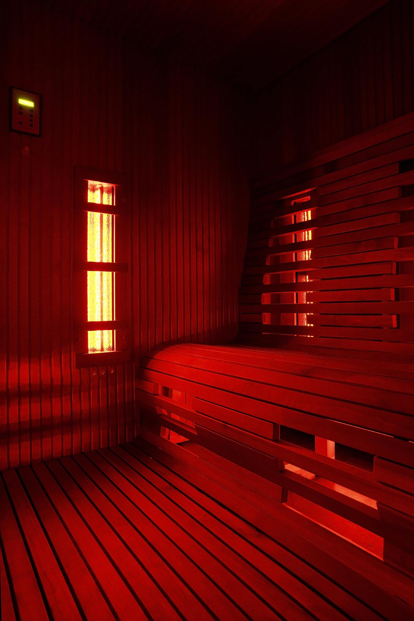 An infrared sauna cabin (infra)red light
