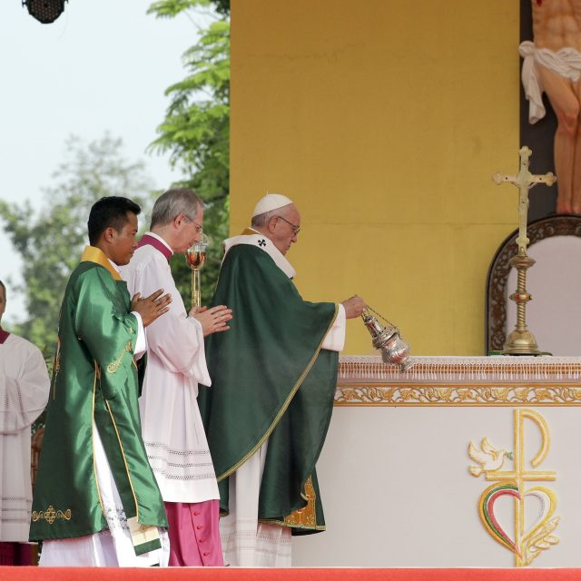 Pope Francis urges peace in Myanmar amid mass Rohingya exodus
