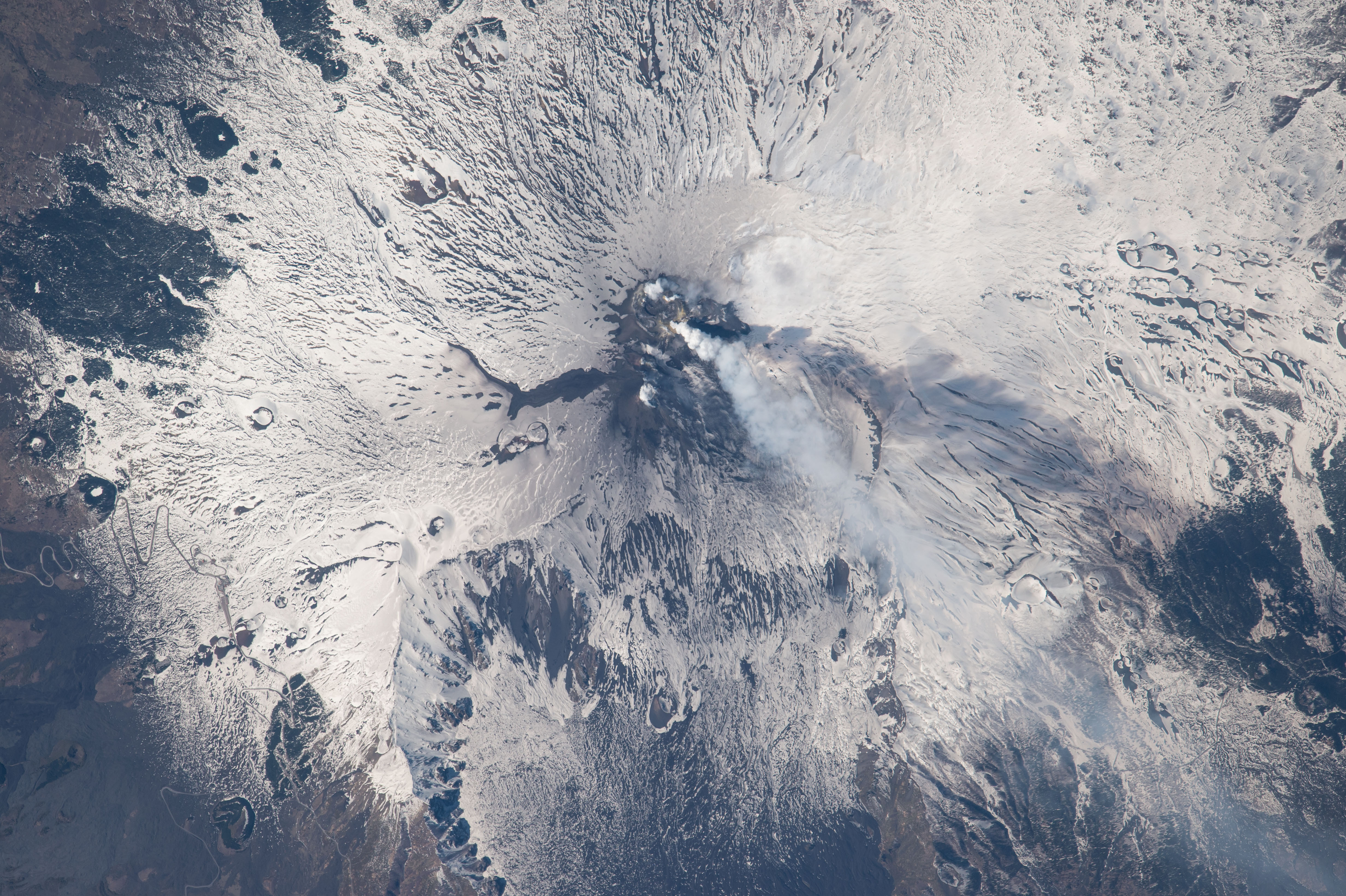 The volcanic plume from Mount Etna (Nasa)