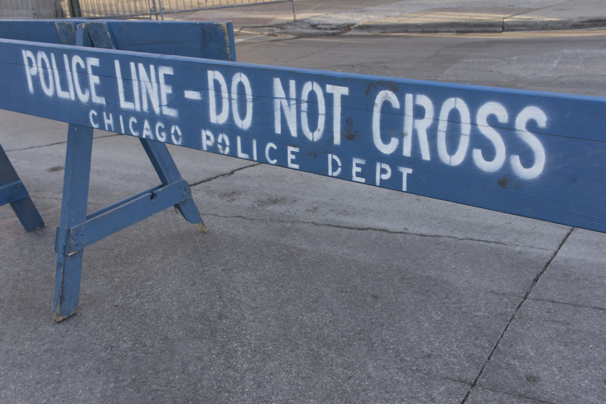 Chicago Policdomestic-relatedo not cross
