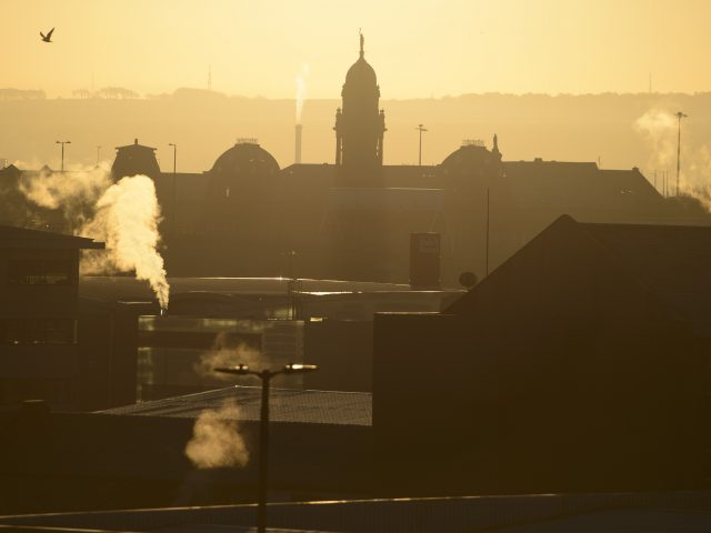 The sun rises over a chilly Glasgow