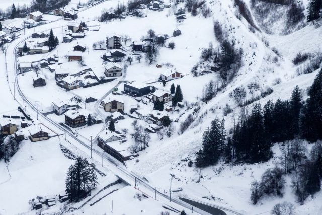 An avalanche crosses the road and railway on the way towards Zermatt in St. Niklaus (Dominic Steinmann/Keystone via AP)