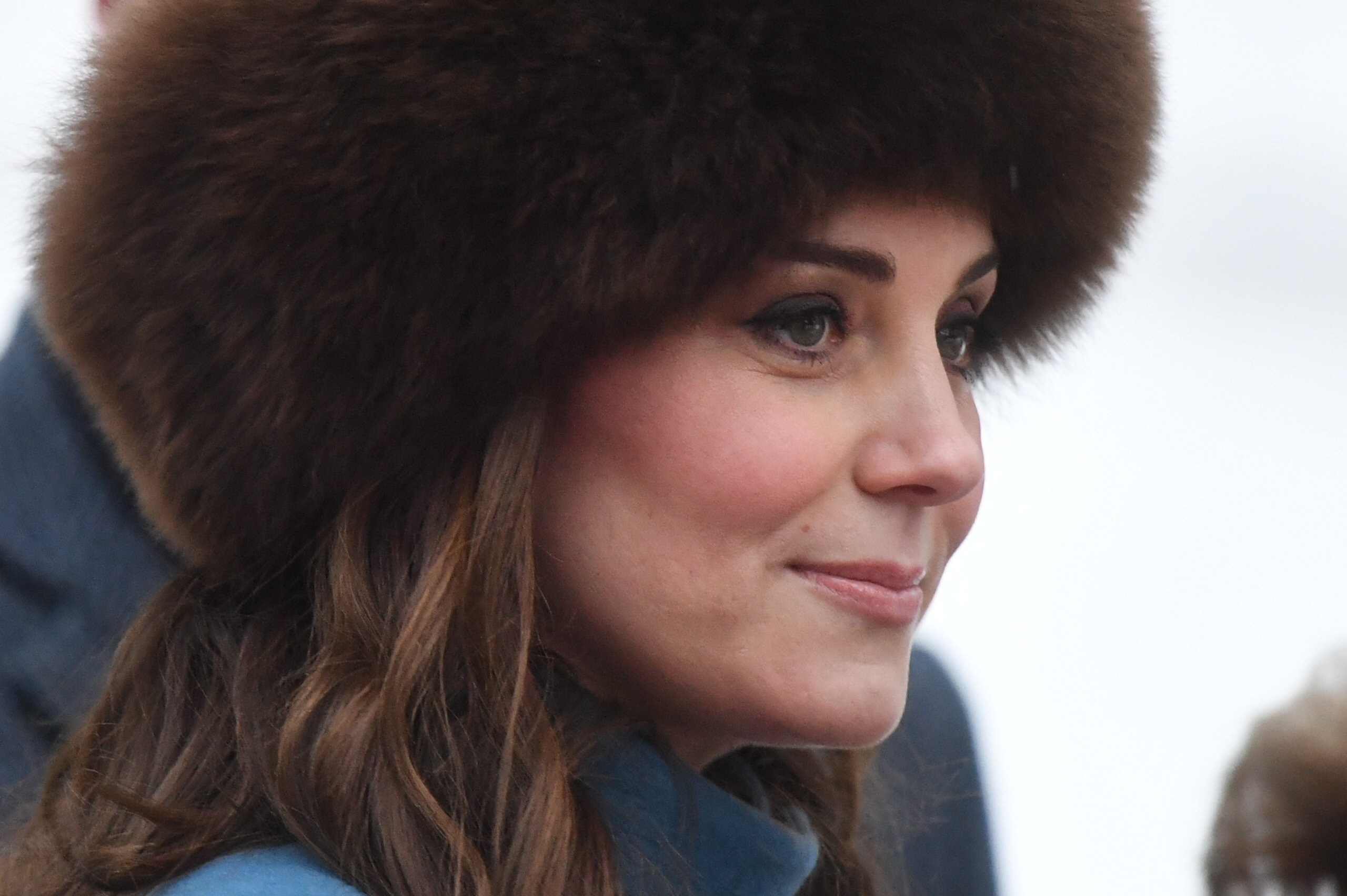 The Duchess of Cambridge smiles to the waiting crowd (Victoria Jones/PA)