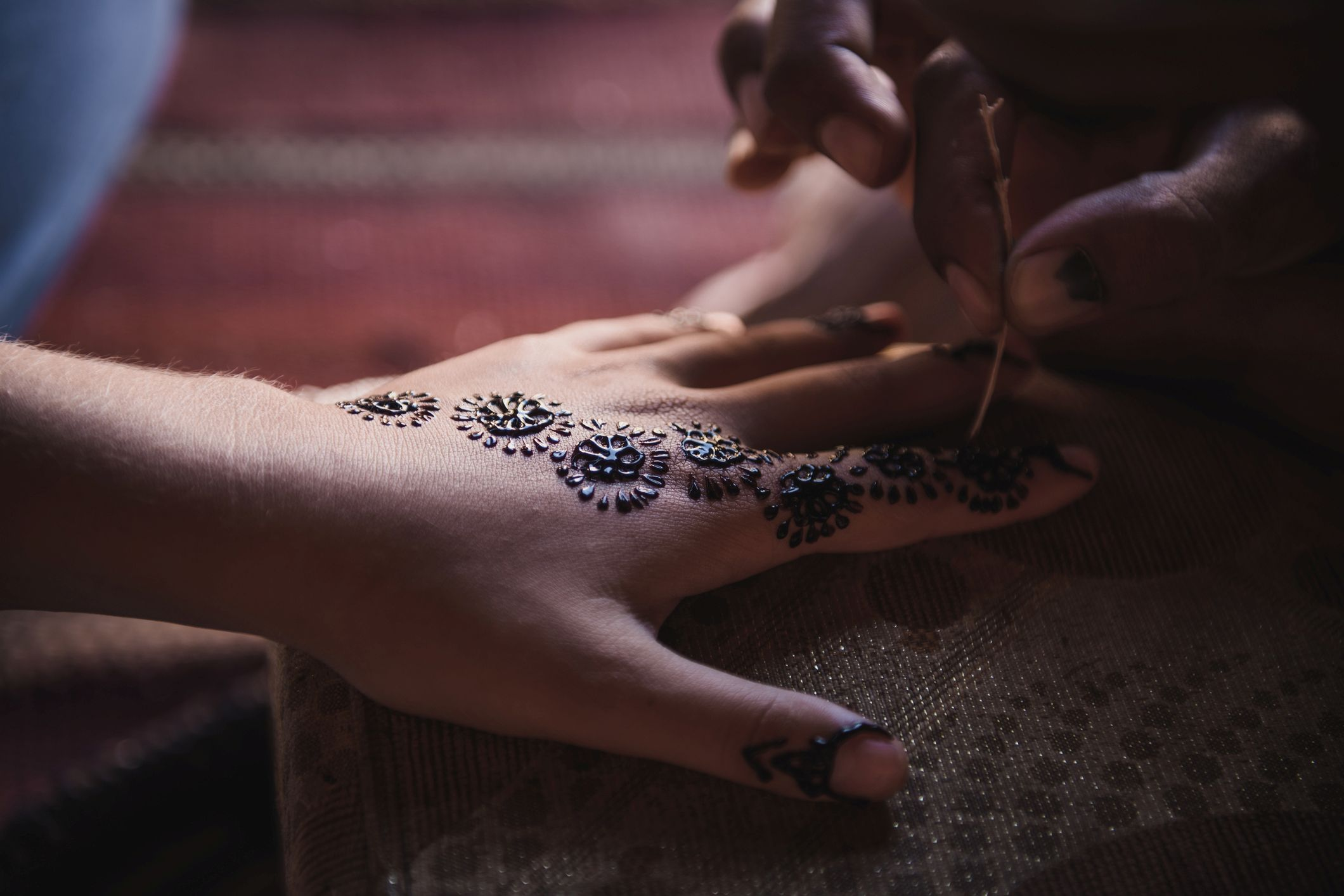Bedouin lady applying henna (Thinkstock/PA)