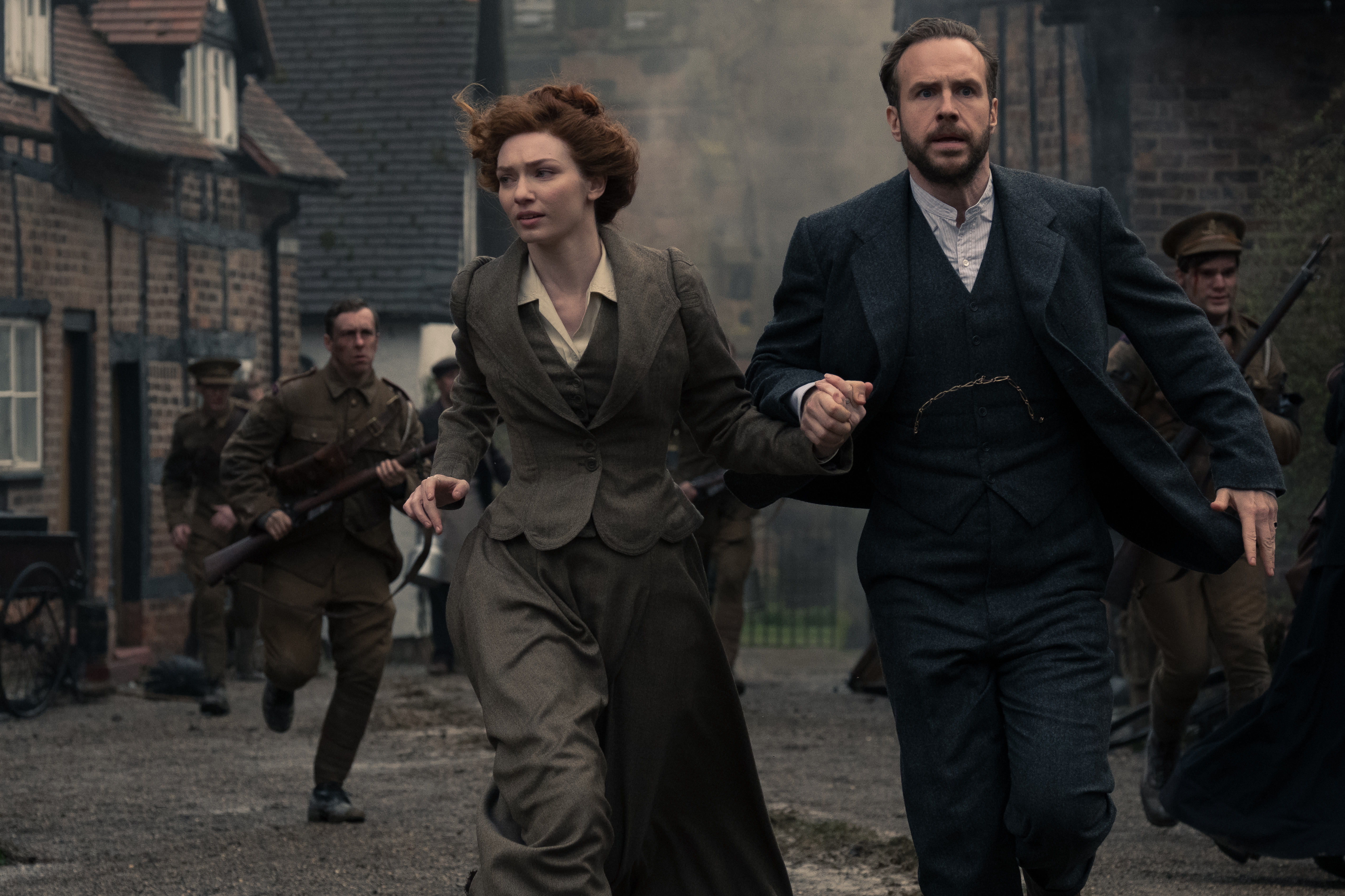 Eleanor Tomlinson as Amy and Rafe Spall as George in The War of the Worlds