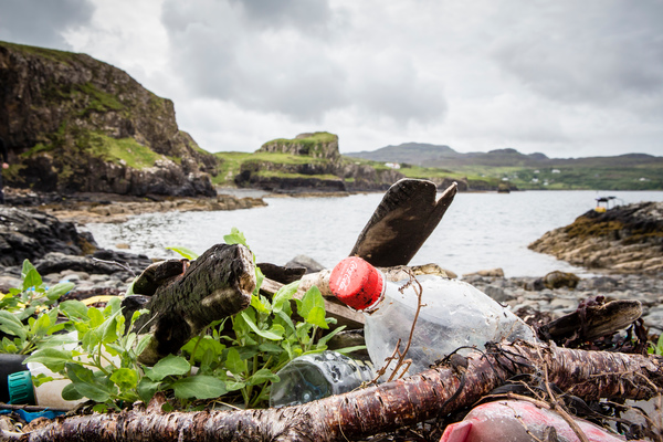 Plastic waste on a beach in Skye, Scotland. (Will Rose/Greenpeace)