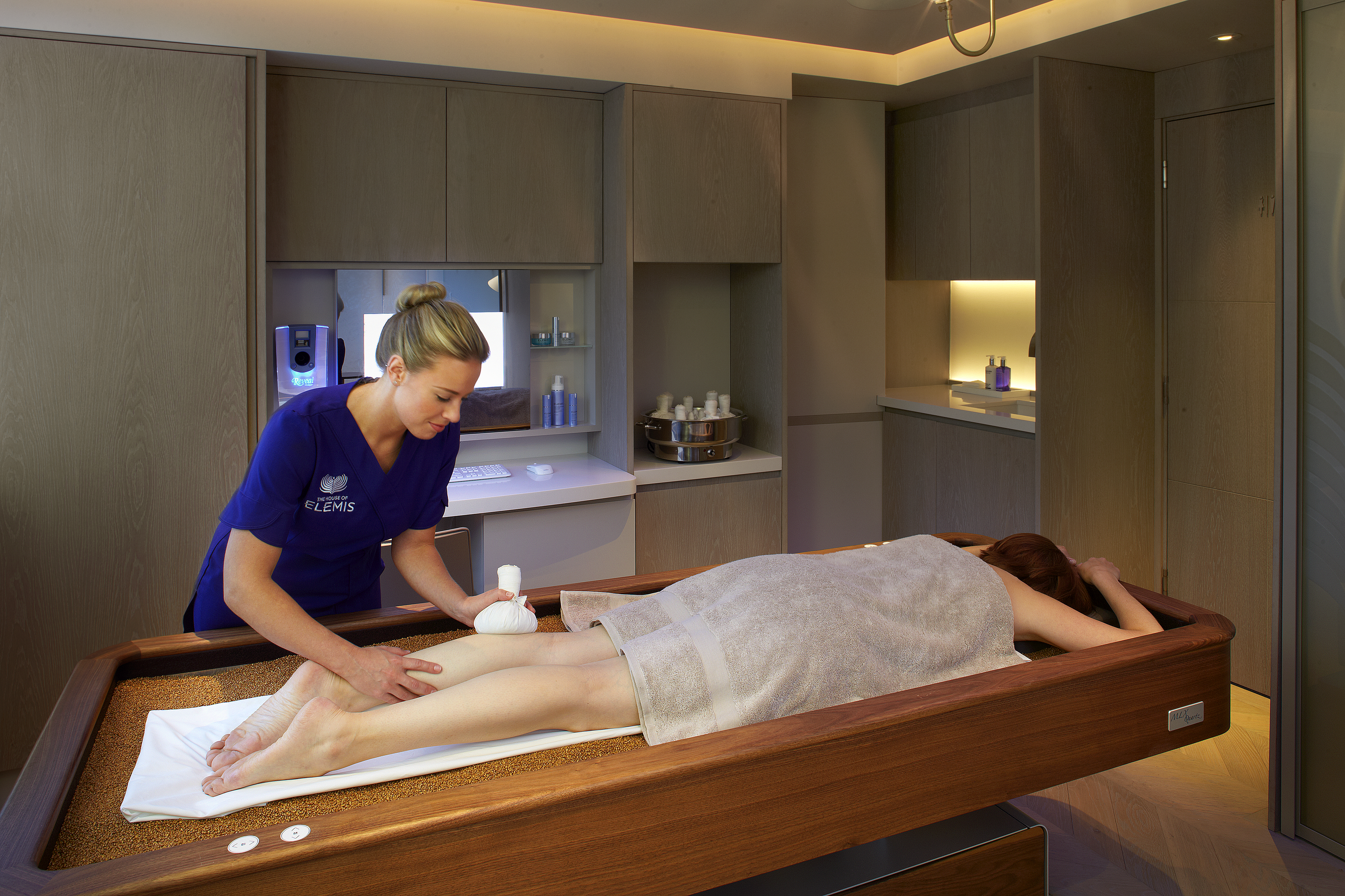 a massage on the crystal and amber quartz bed at the House of Elemis