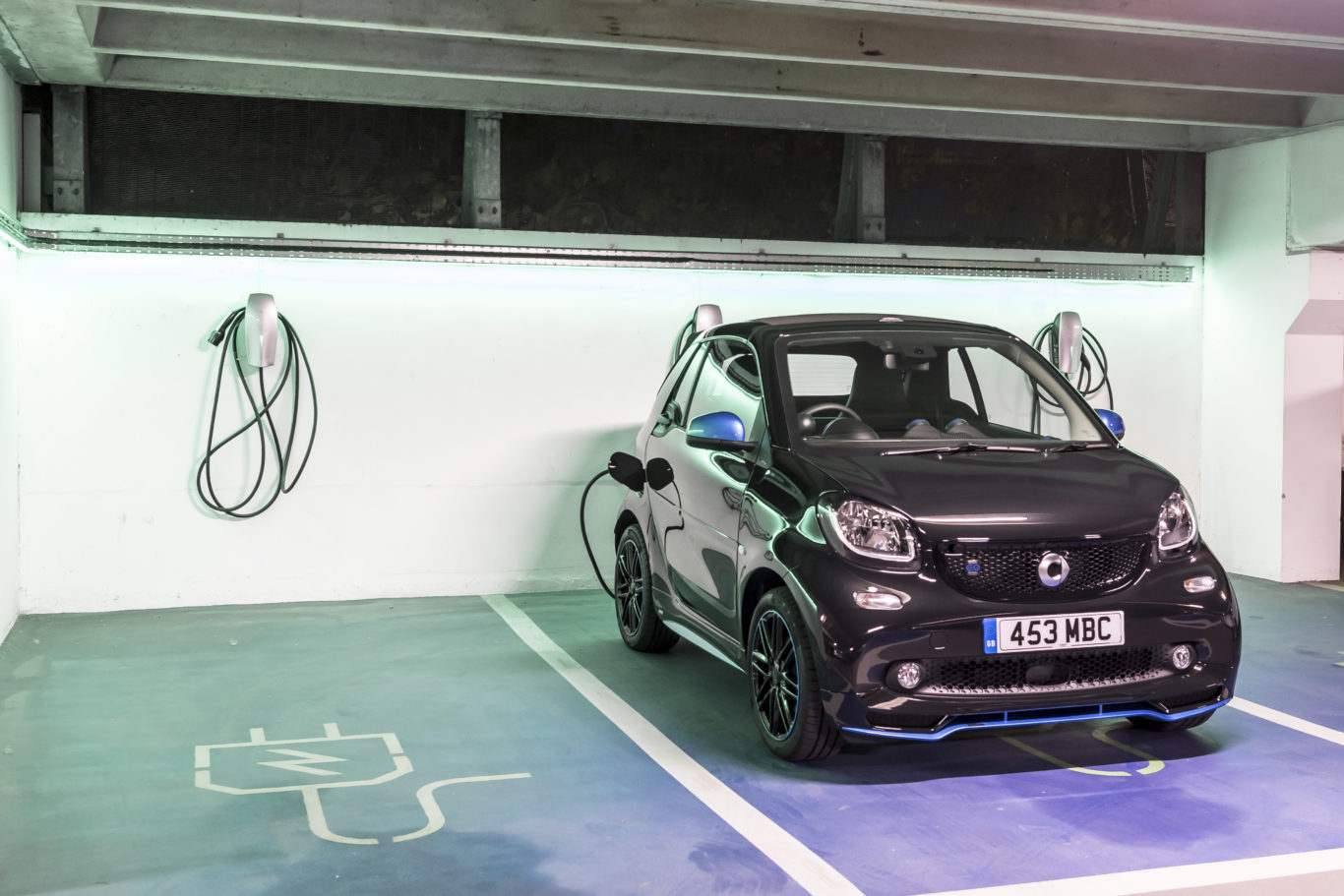 Charging the Smart ForTwo couldn't be simpler