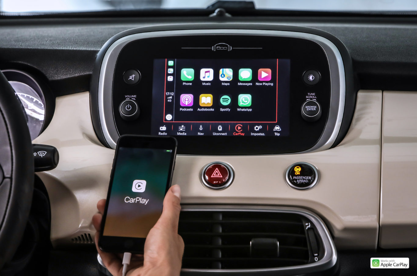 The 500X now benefits from Apple CarPlay