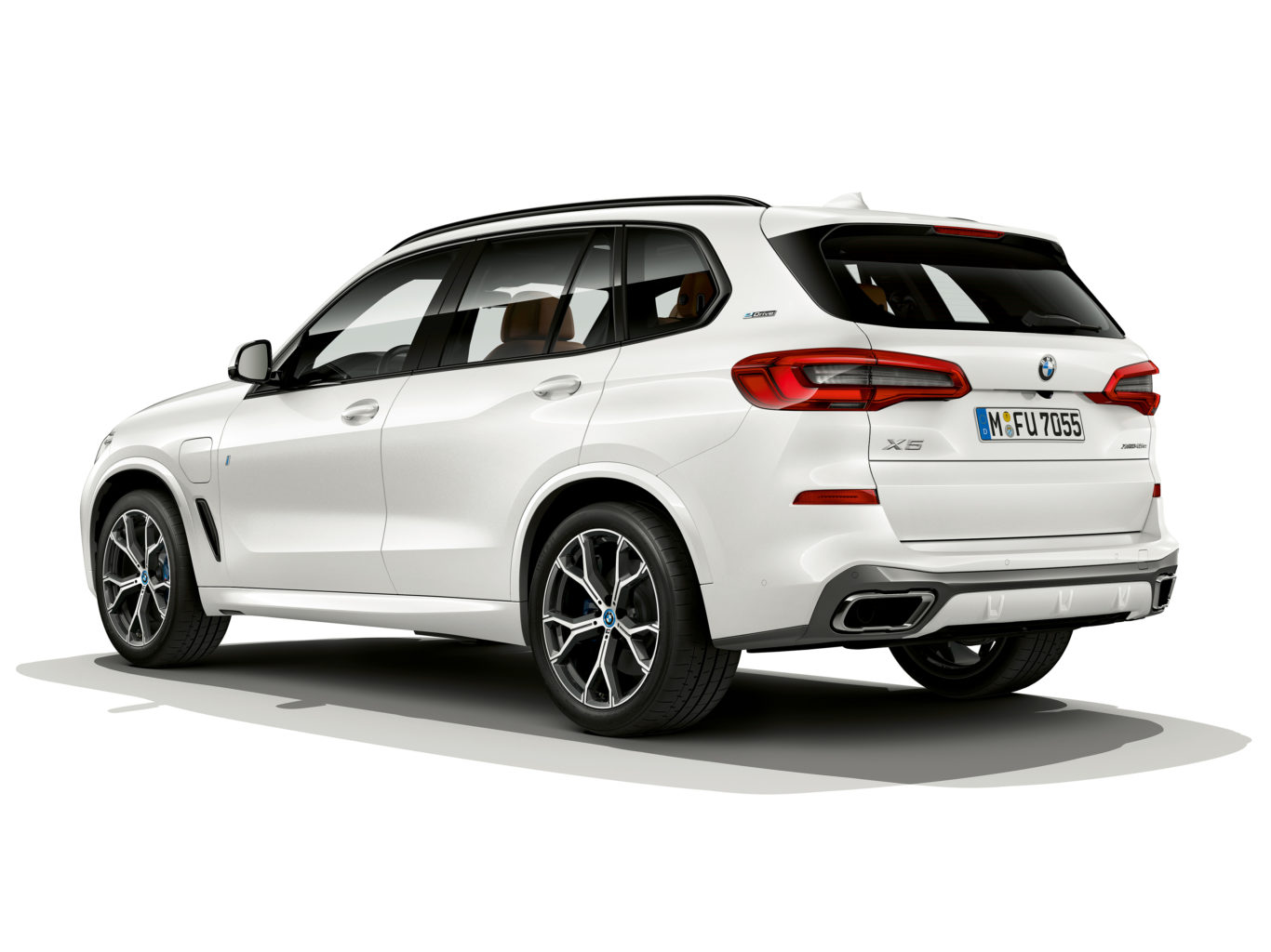 The plug-in X5 retains the same looks as the standard car