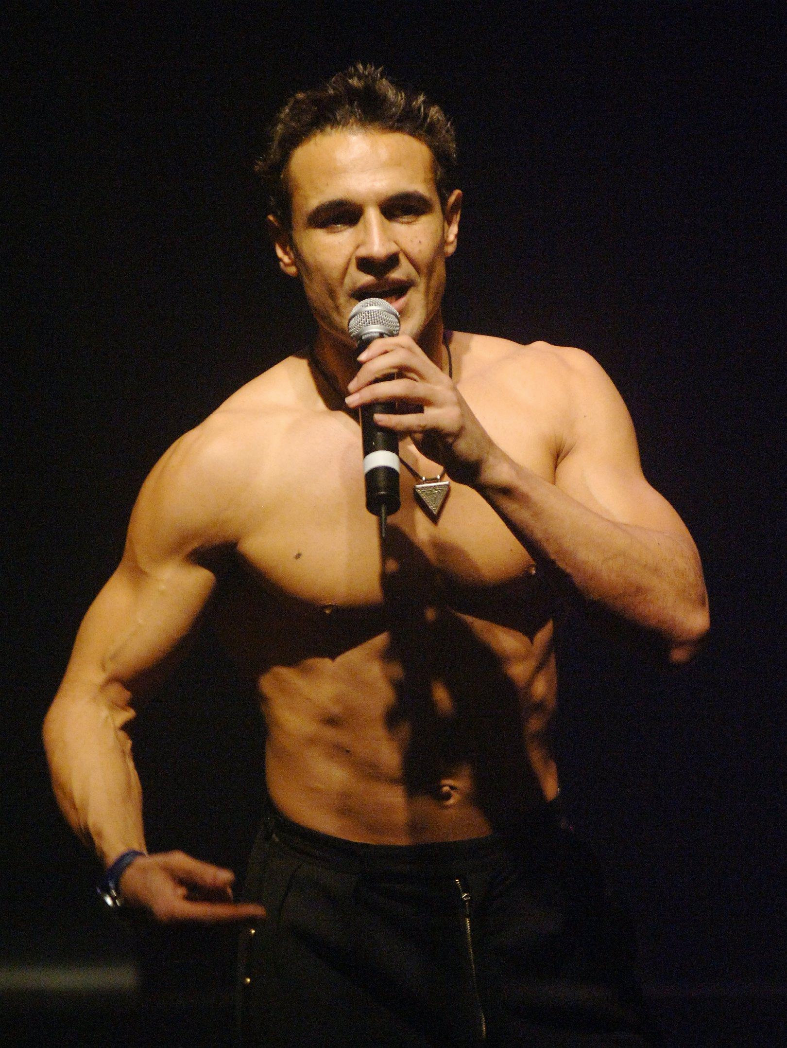 Chico performing in 2005