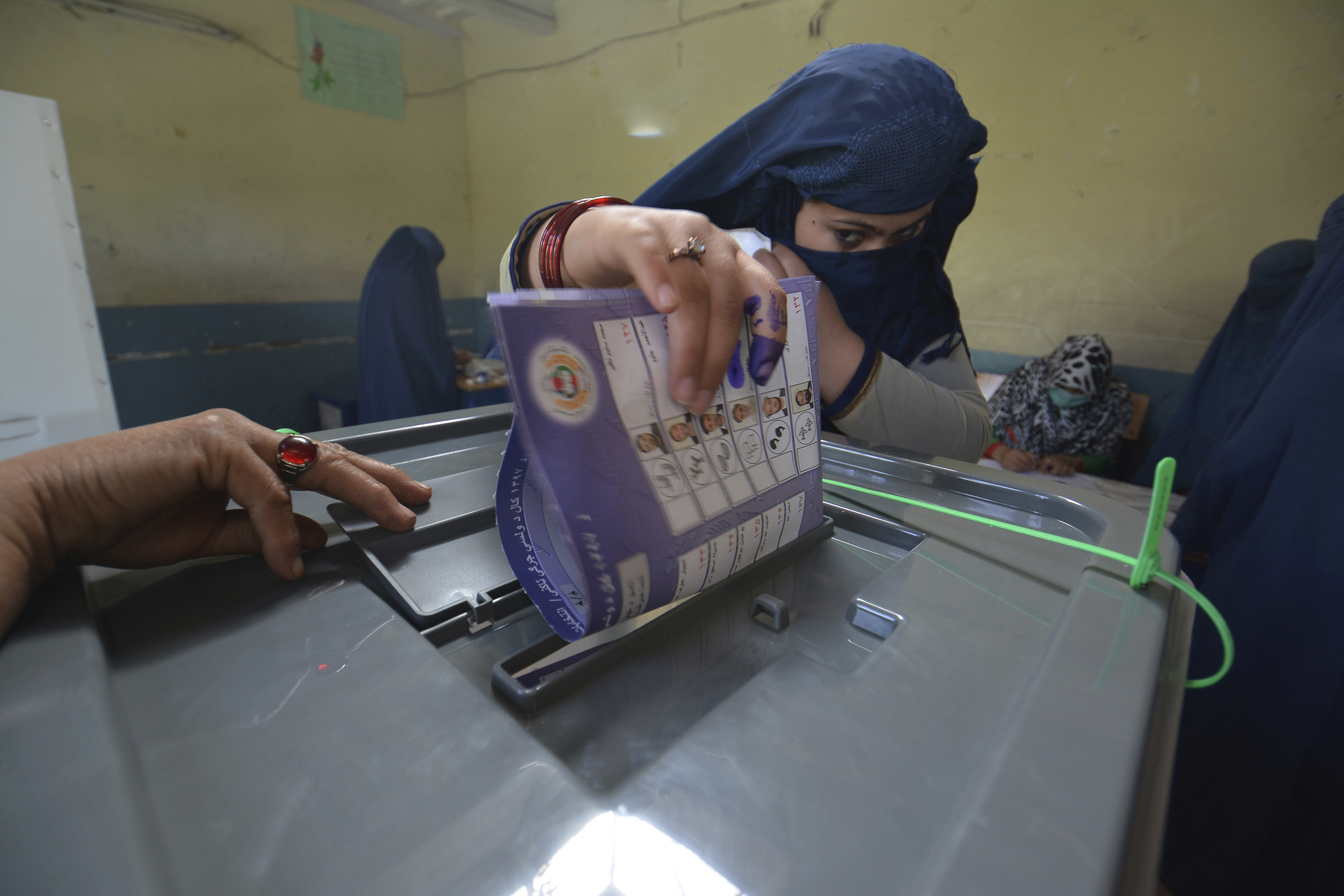 A woman casts her vote in Jalalabad, capital of eastern Nangarhar province, Afghanistan