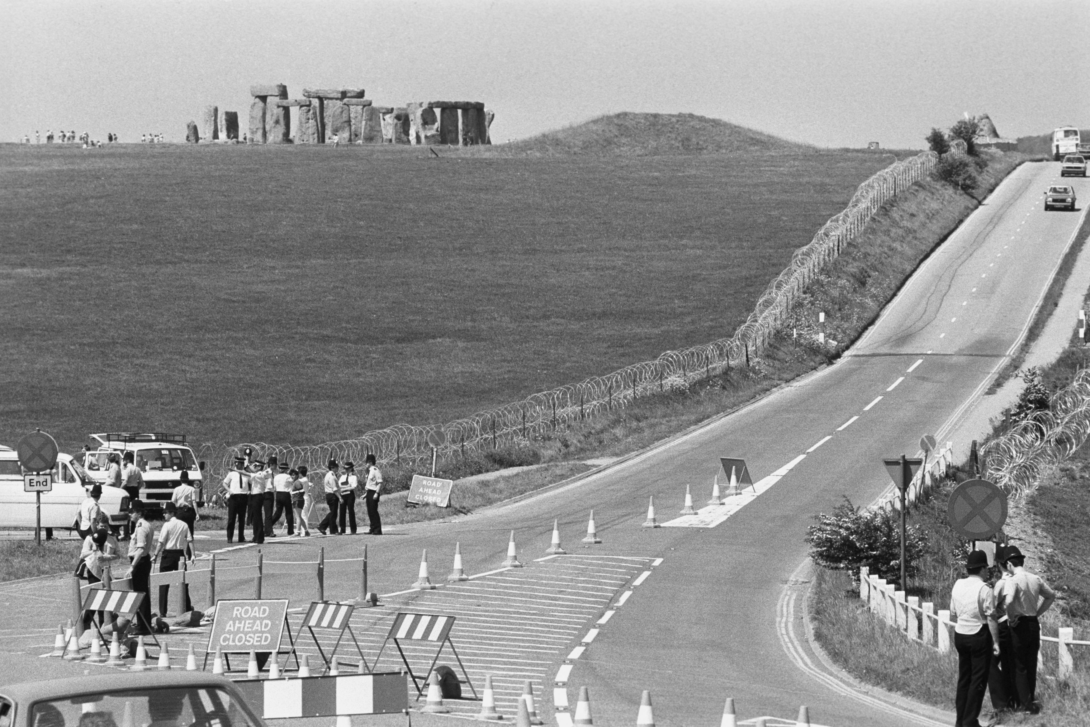 Police in 1985 preventing people from reaching Stonehenge during a clash against a banned pop festival
