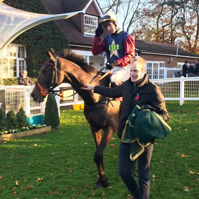 Loose Chips returns victorious at Sandown