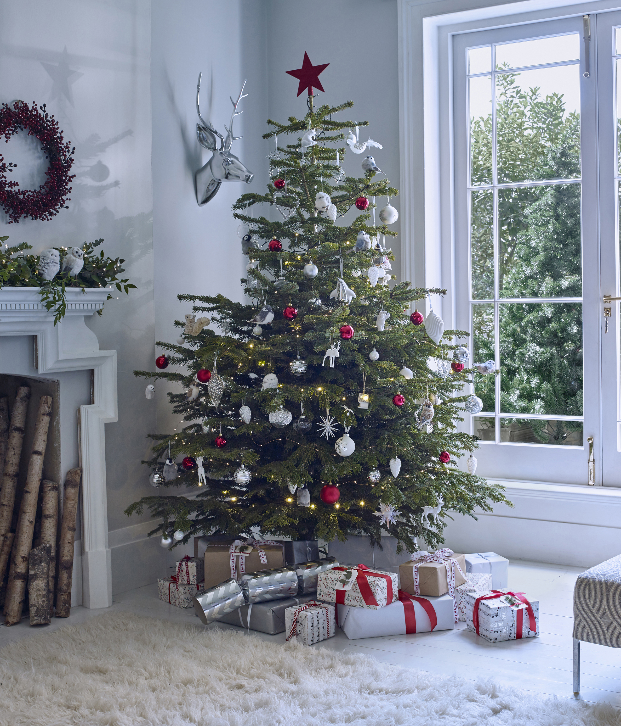 John Lewis Christmas Tree Themes.Want A Stylish Christmas Tree This Year These 3 Decorating