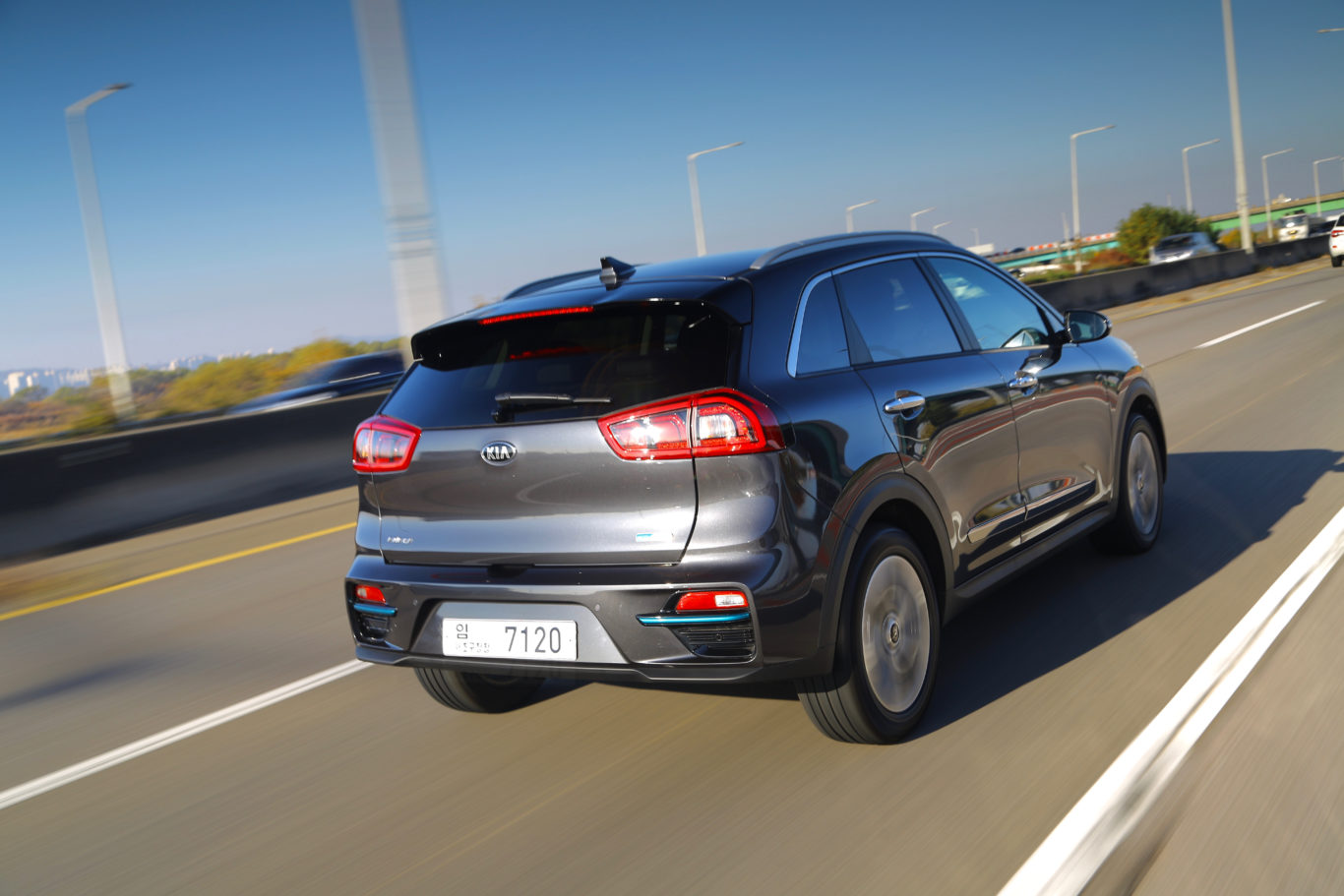 The e-Niro can travel a claimed 282 miles on a single charge