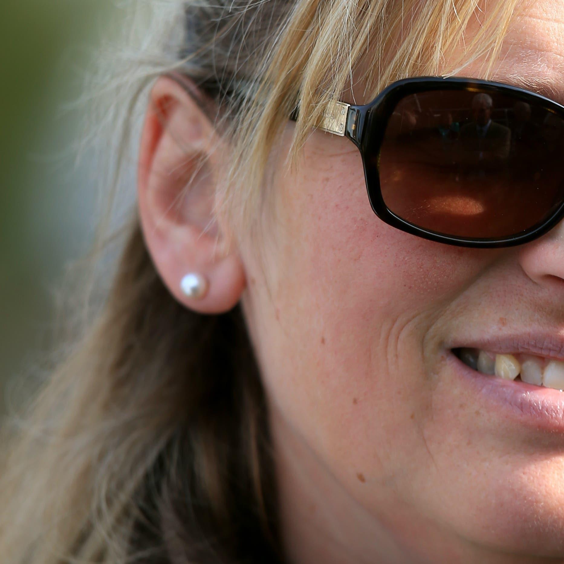 Emma Lavelle runs Down The Highway at Sandown