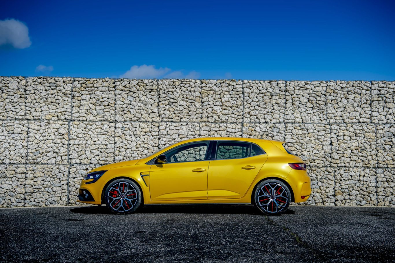First deliveries of the Megane R.S. Trophy are expected to commence in February 2019