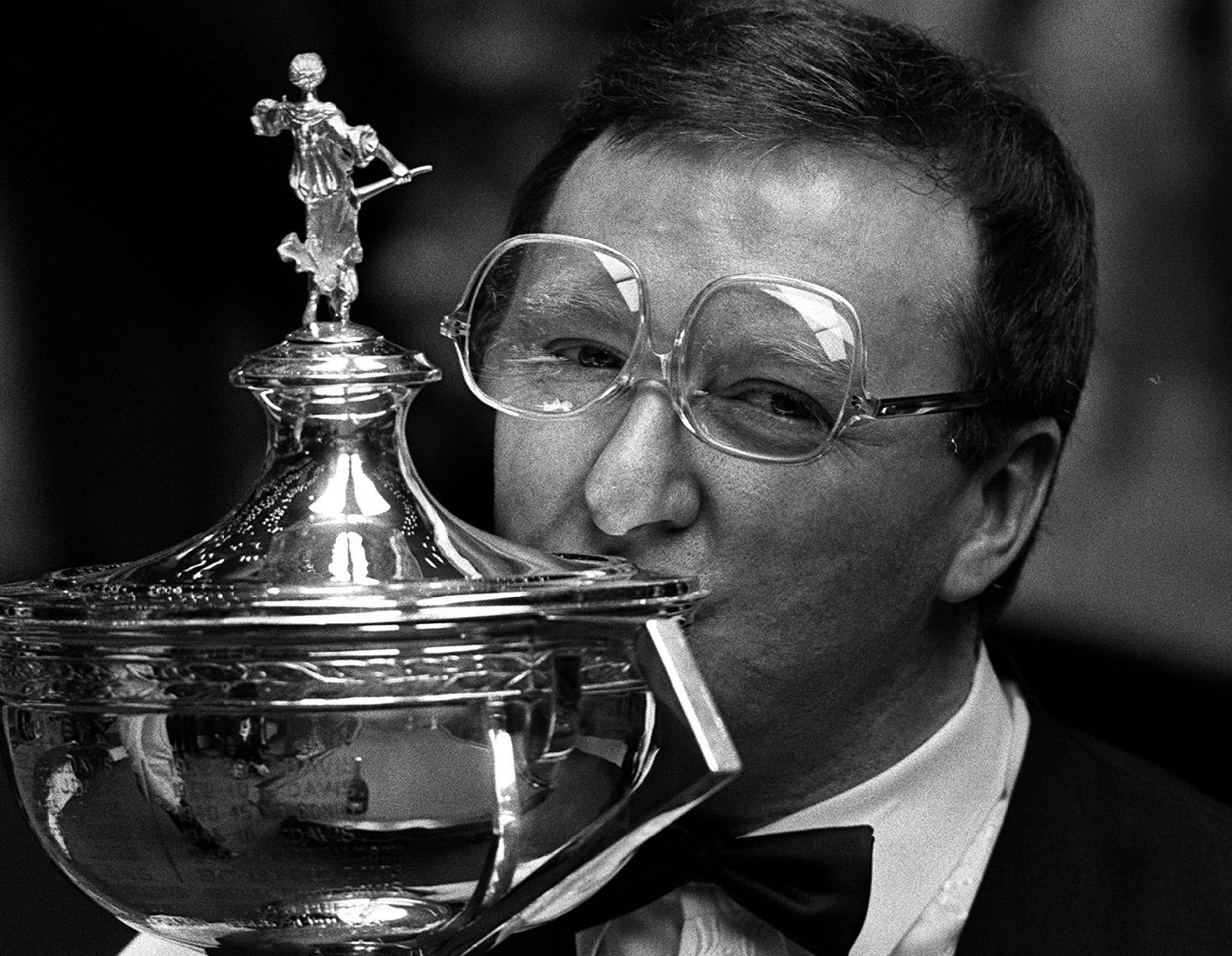 95bc858a8137 A victorious Dennis Taylor sporting his trademark glasses, which – we  assure you – are the right way up (PA)