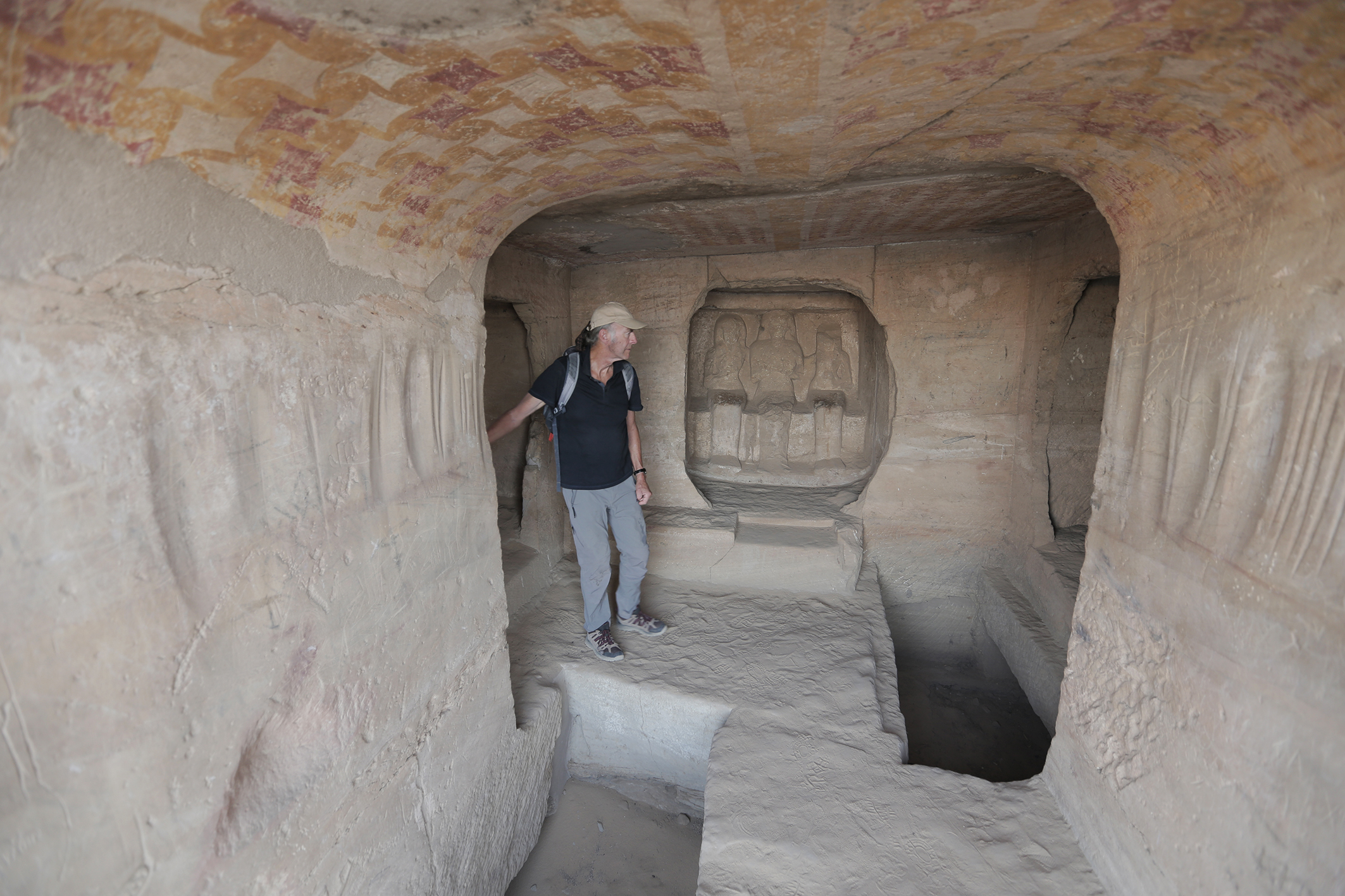 Ran Fiennes exploring a tomb at the historic site of Gebel el Sissela. (National Geographic/Russ Malkin)