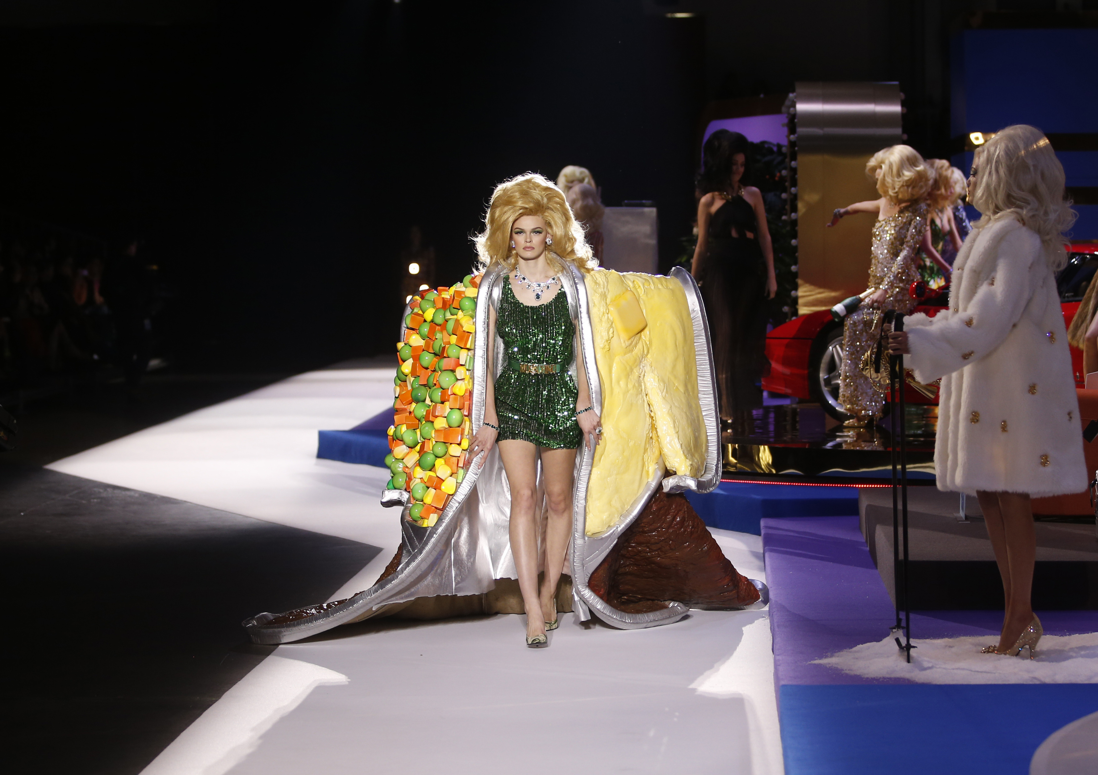 a198a3c5cb6 Moschino turned its Milan Fashion Week catwalk into an incredible TV ...