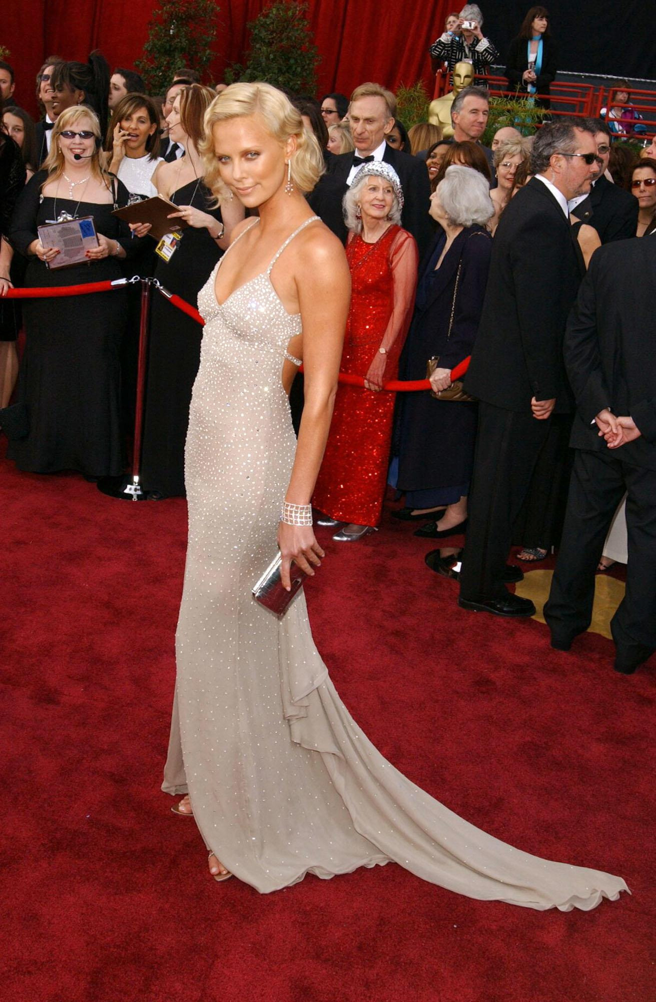 Charlize Theron at the 2004 Oscars in a Gucci gown