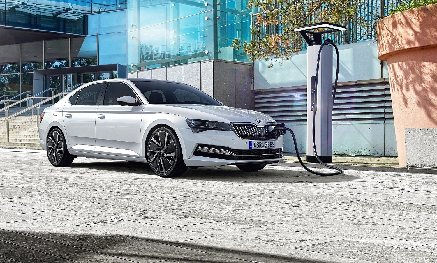 The Superb hybrid features a plug in the radiator grille