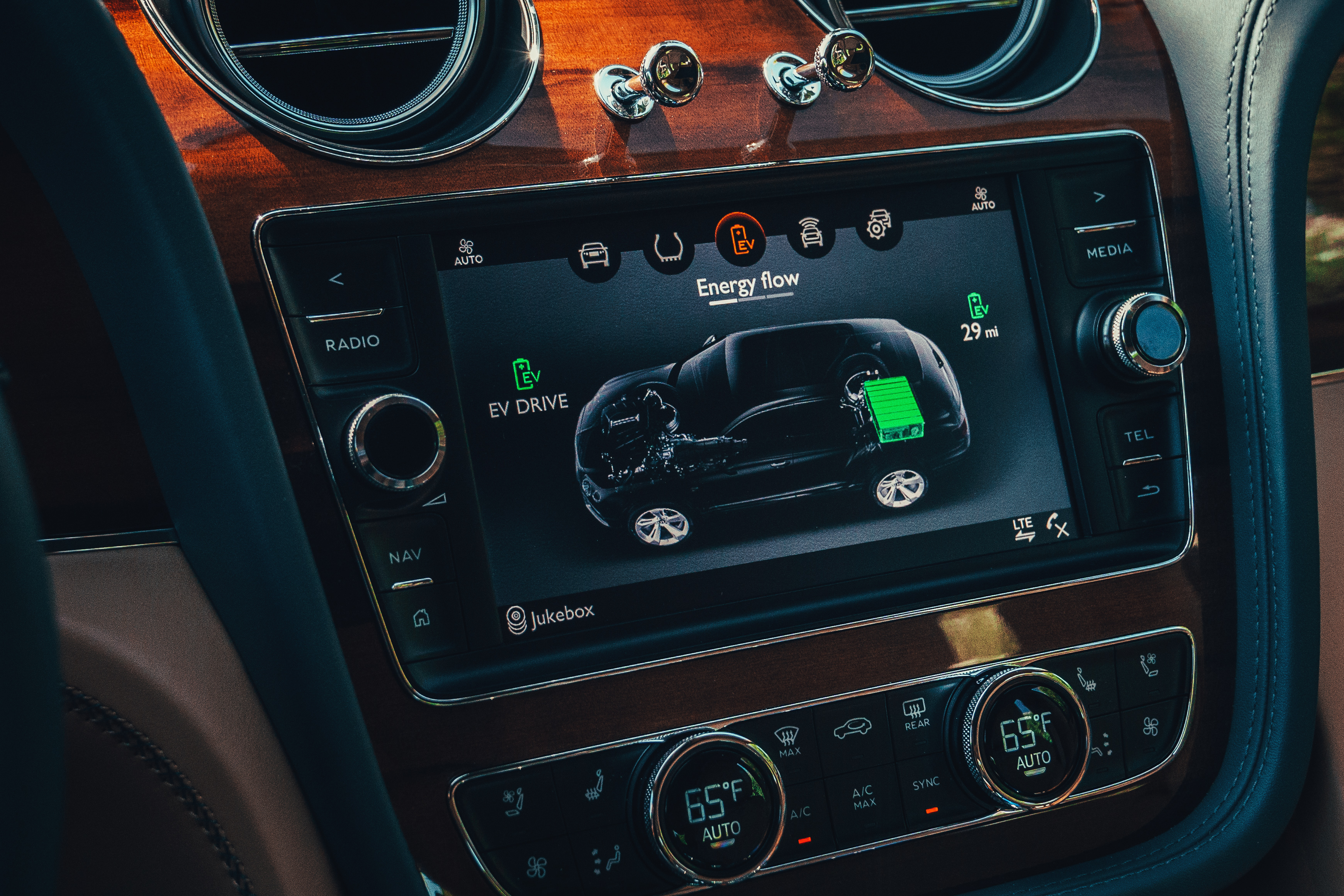 The infotainment system can be used to display information relating to the hybrid powertrain