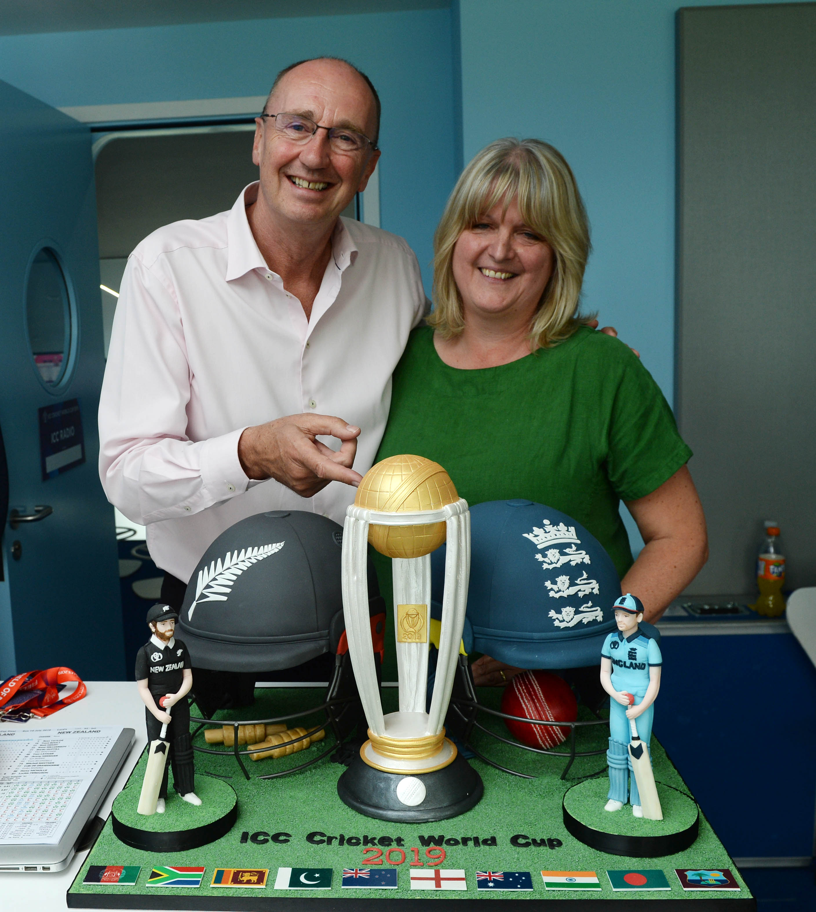 Test Match Special commentator Jonathan Agnew and cake maker Julie Brownlee