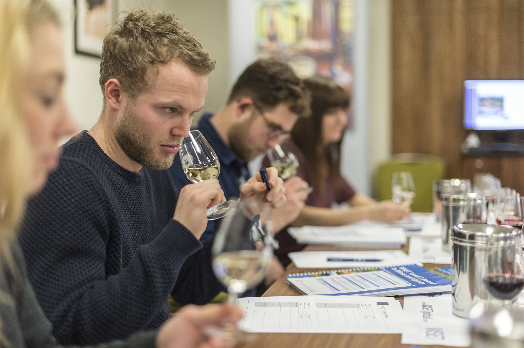 Wine enthusiasts, WSET wine course (WSET/PA)