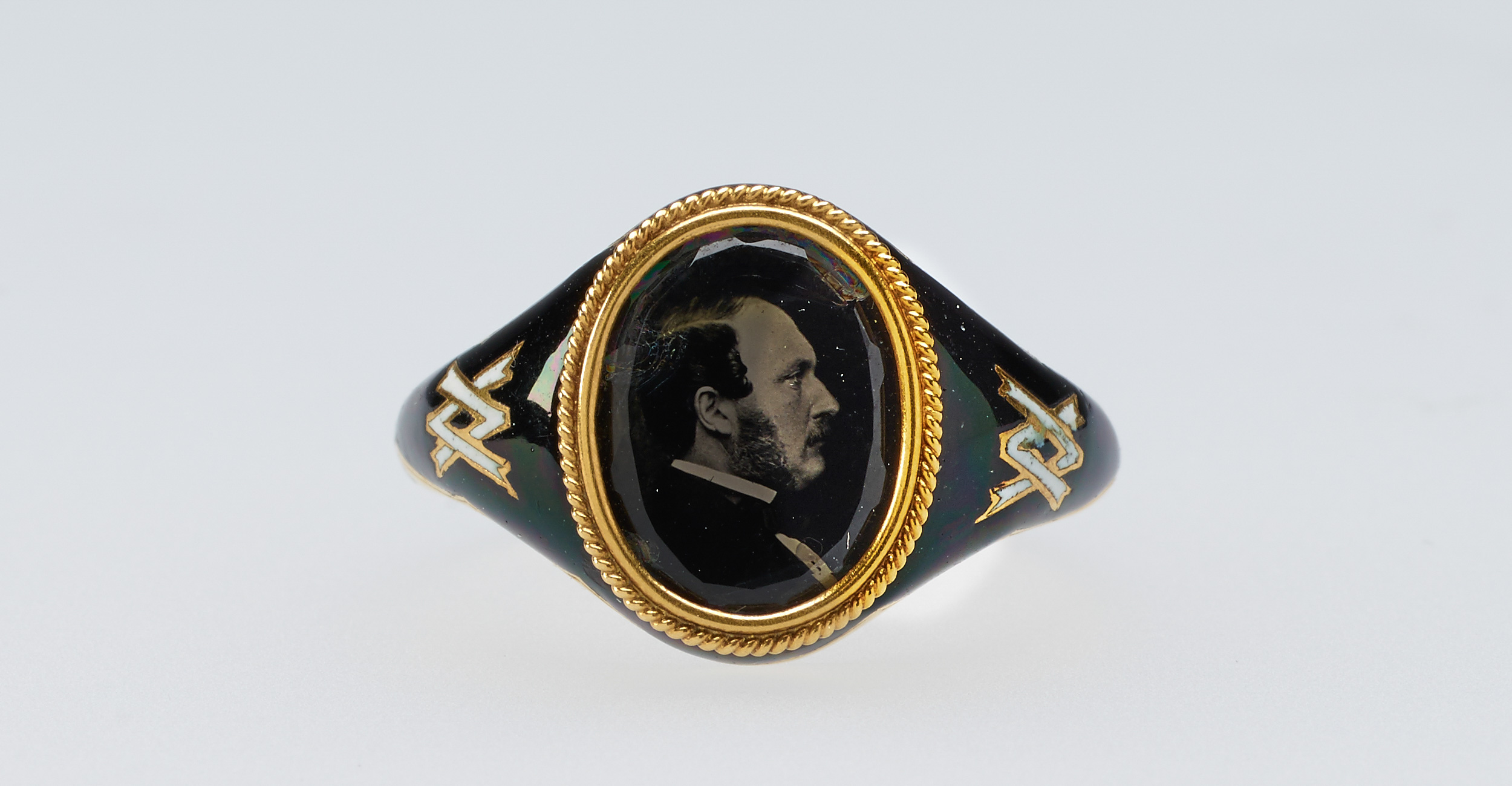 A ring featuring Albert's image