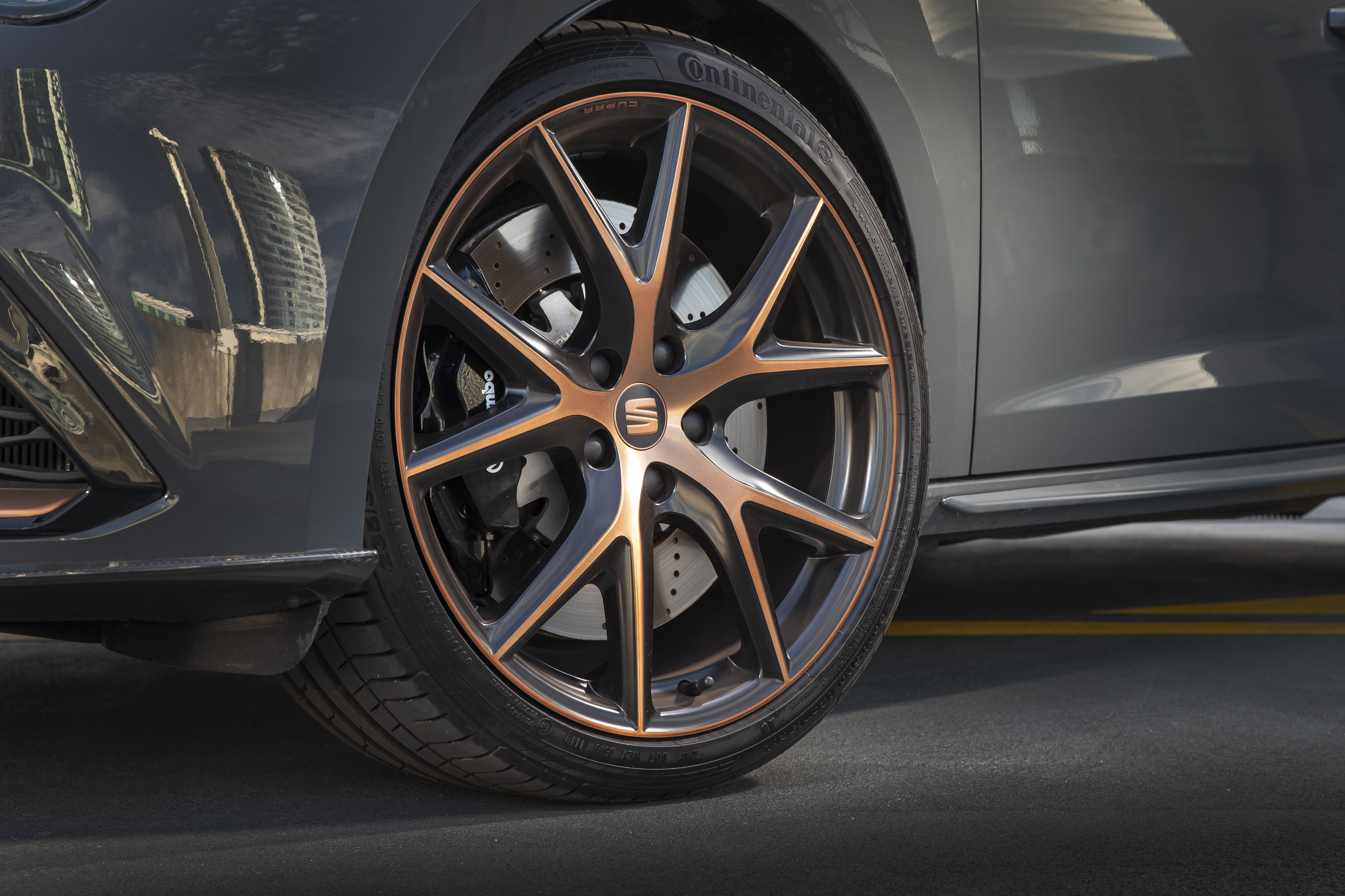 The chrome accents feature on the wheels too