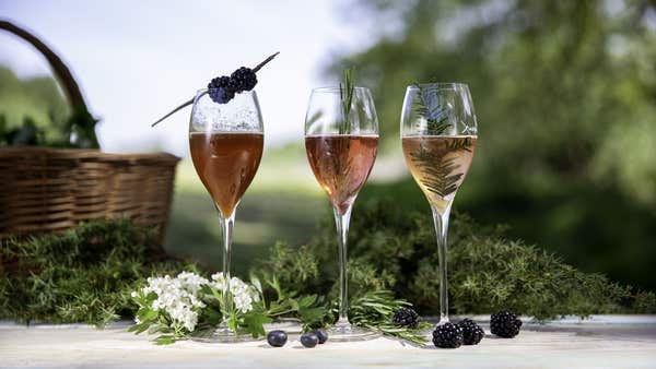 3 ways to used foraged ingredients in sparkling rosé cocktails
