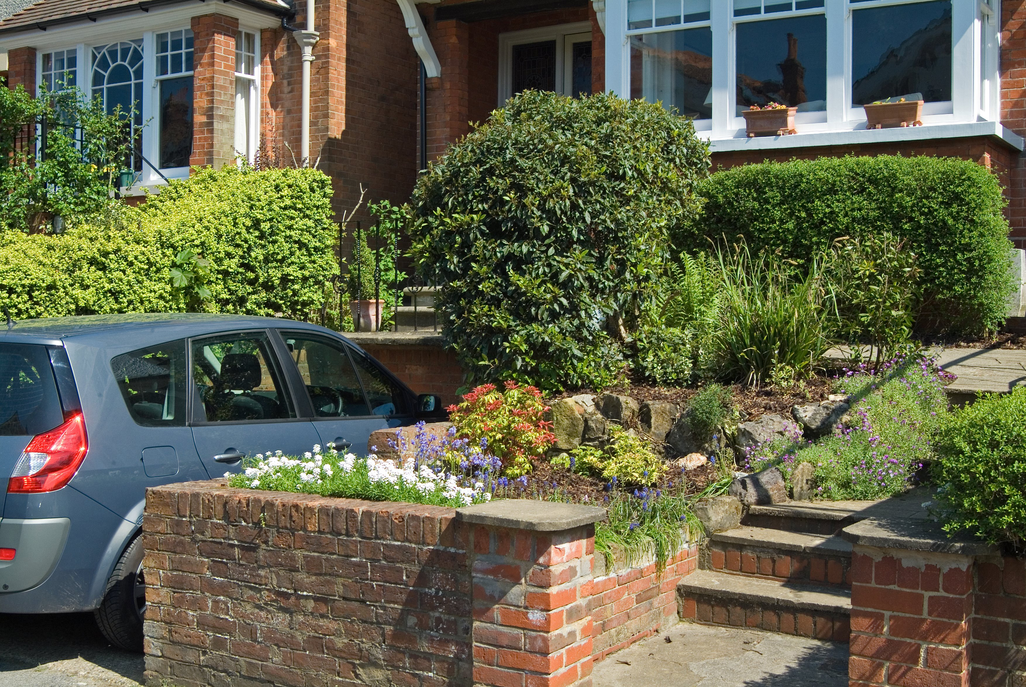 Creative hedge-planting can reduce traffic pollutants (Tim Sandall/RHS/PA)