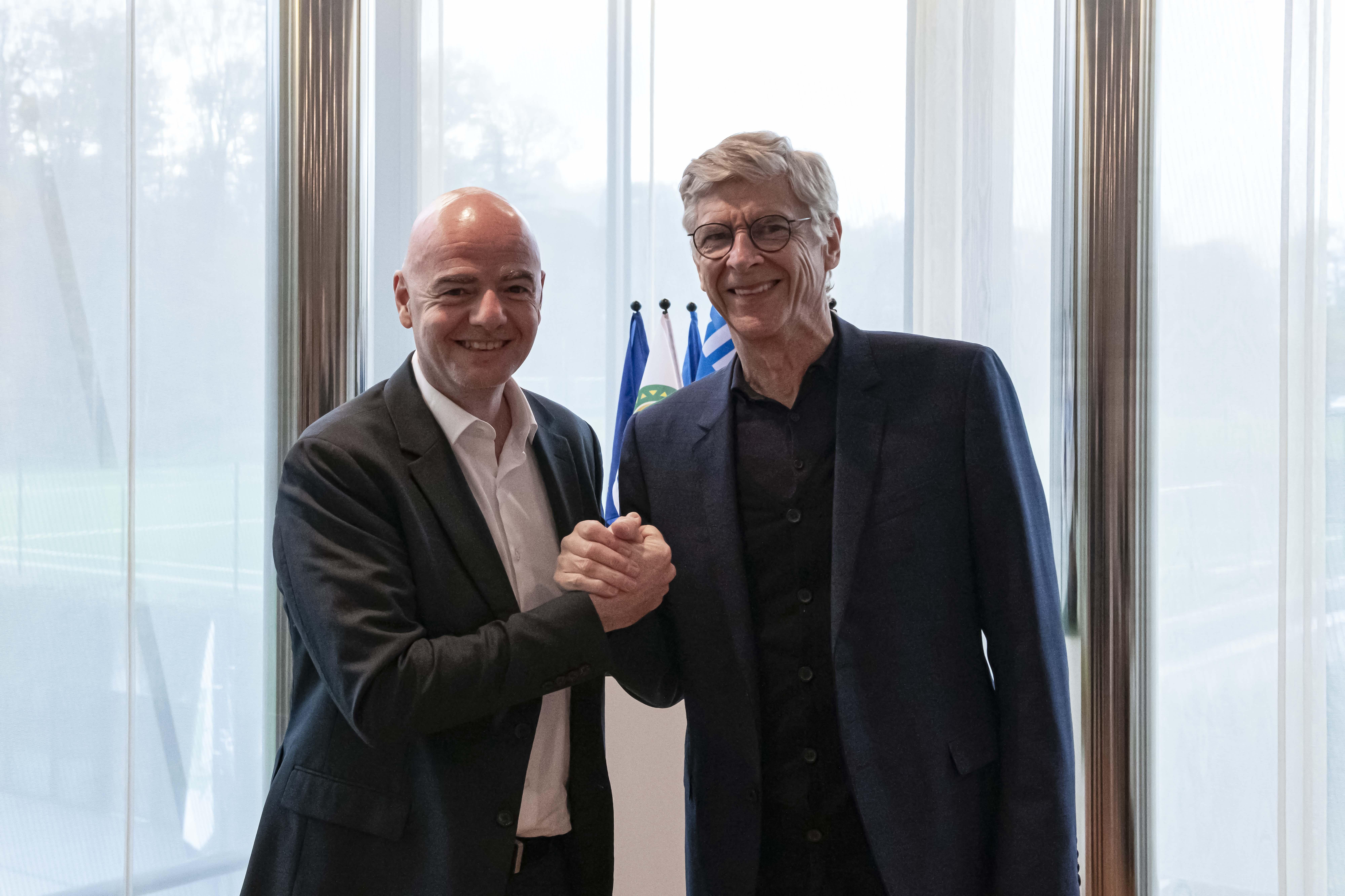 Arsene Wenger (r) with FIFA president Gianni Infantino