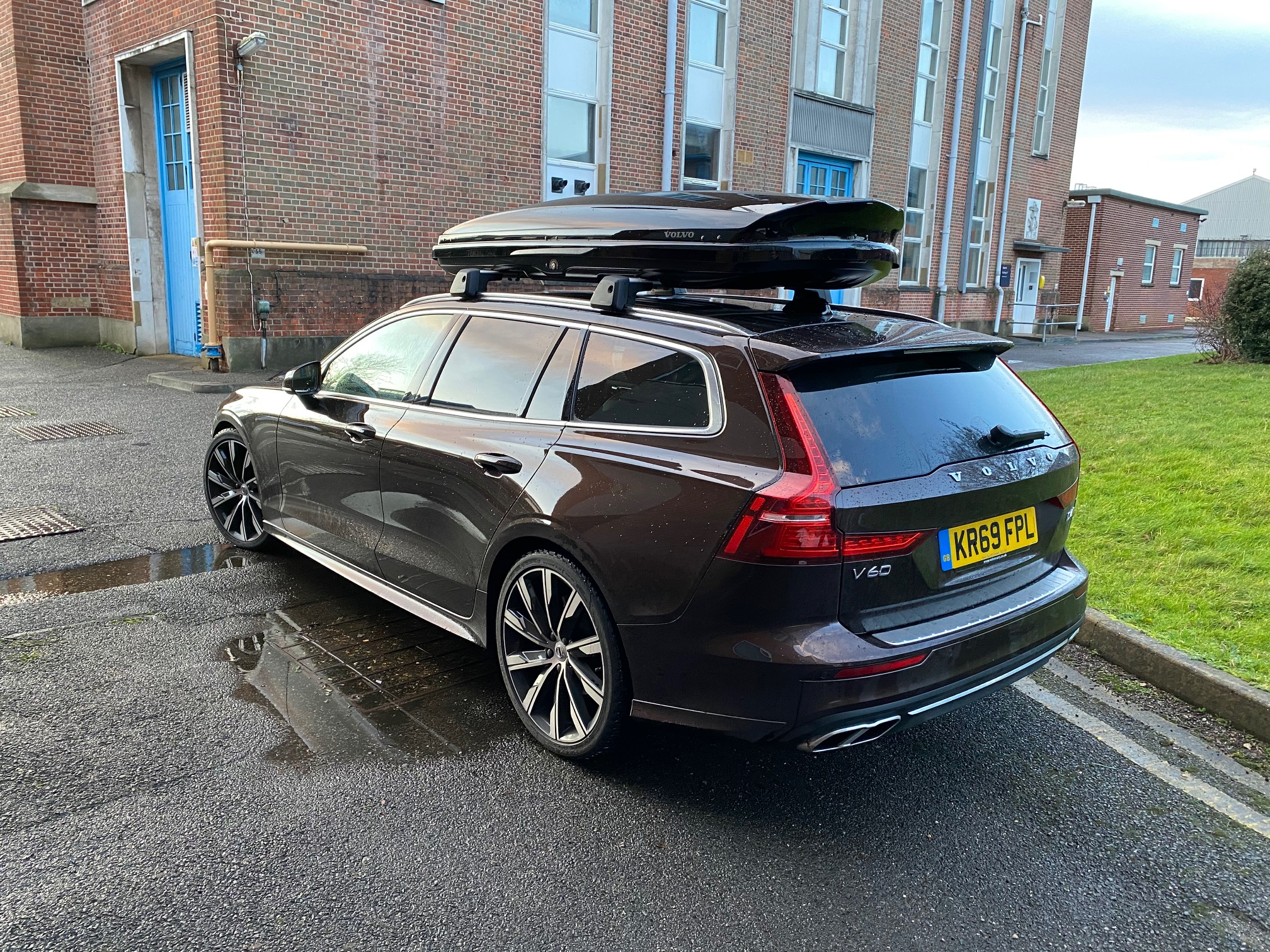 The sleek roofbox does little to diminish the Volvo's sleek looks
