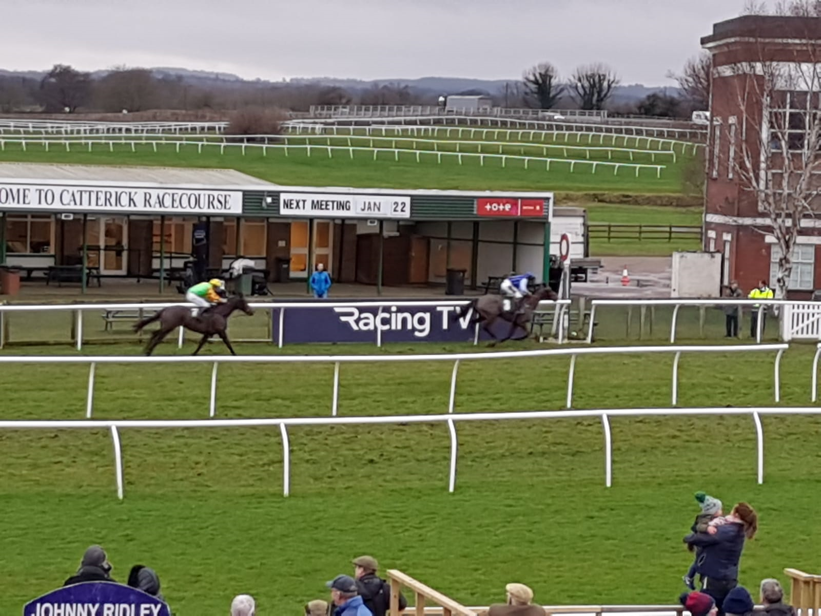 Little Bruce and Tommy Dowson race to victory at Catterick