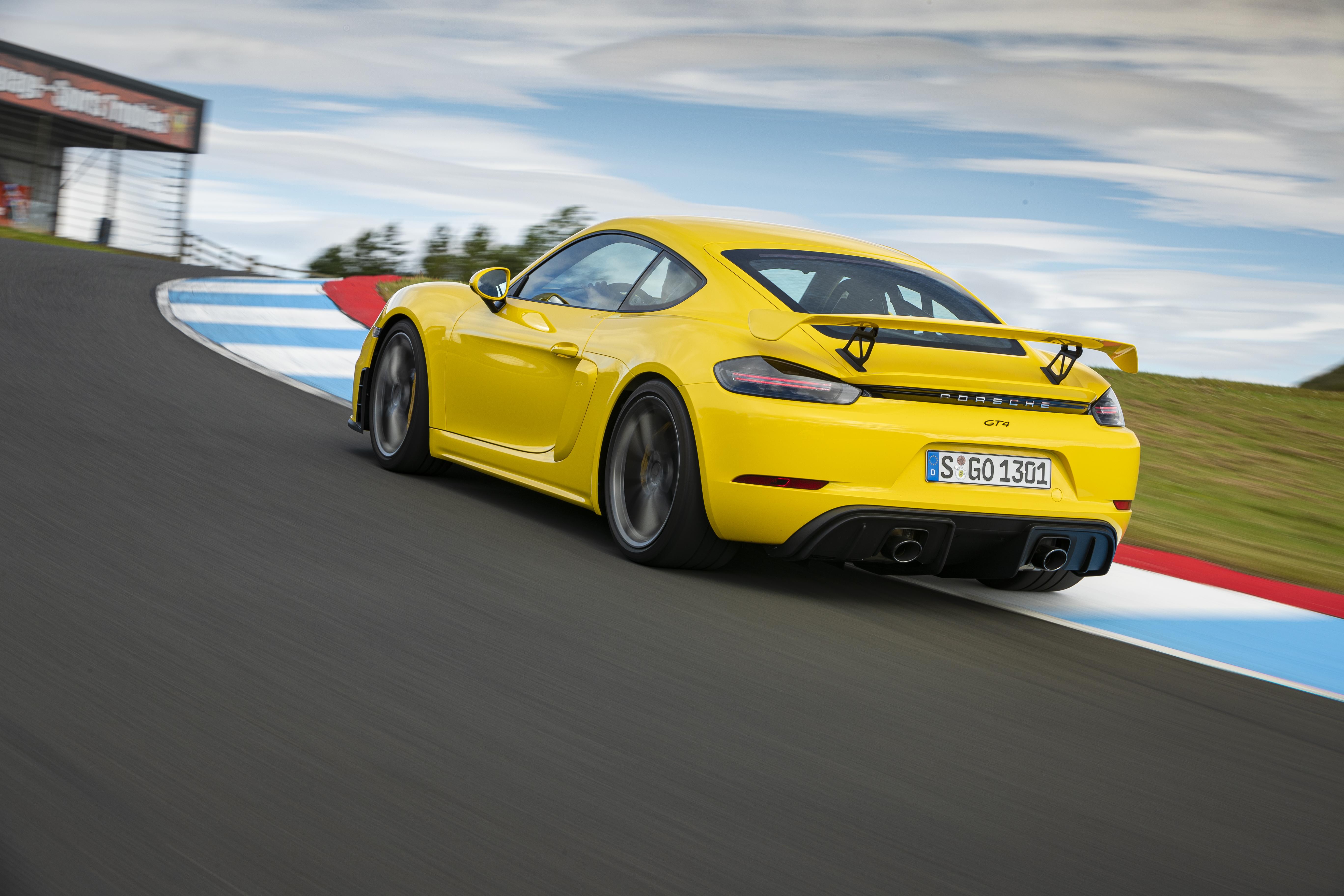 Porsche Cayman GT4 rear dynamic