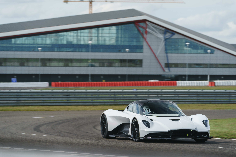 Aston Martin Valhalla dynamic