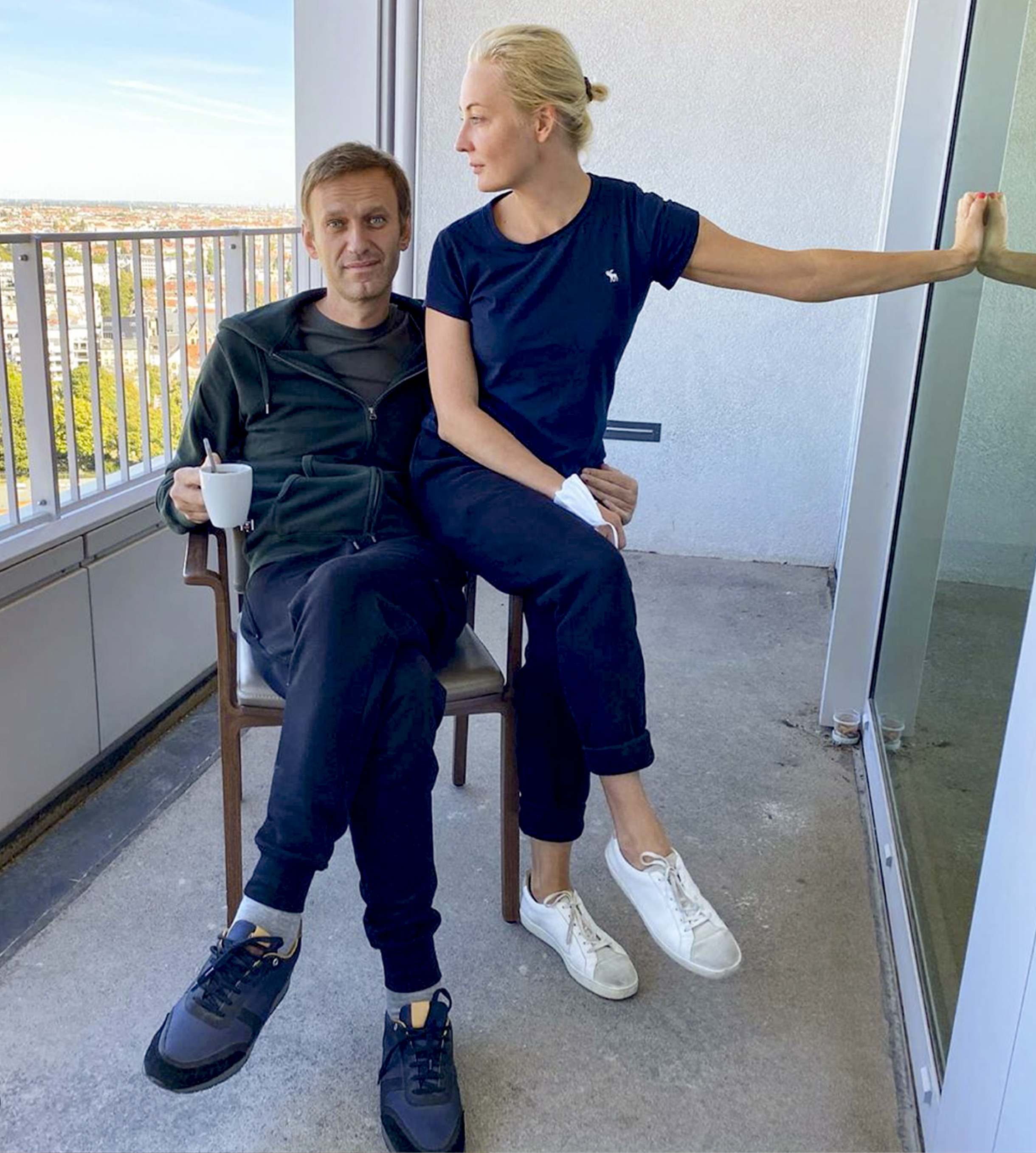 Russian opposition leader Alexei Navalny and his wife Yulia pose for a photo in a hospital in Berlin