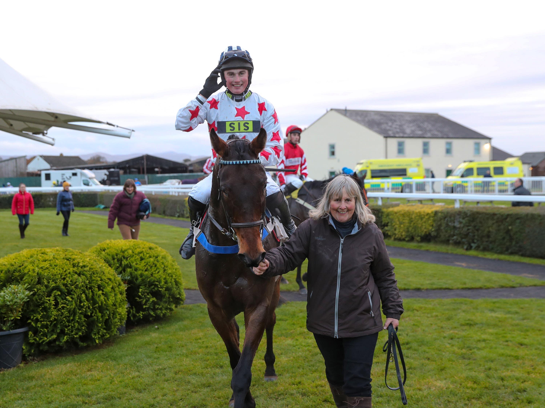 Aye Right with jockey Callum Bewley aboard (Grossick Photography)