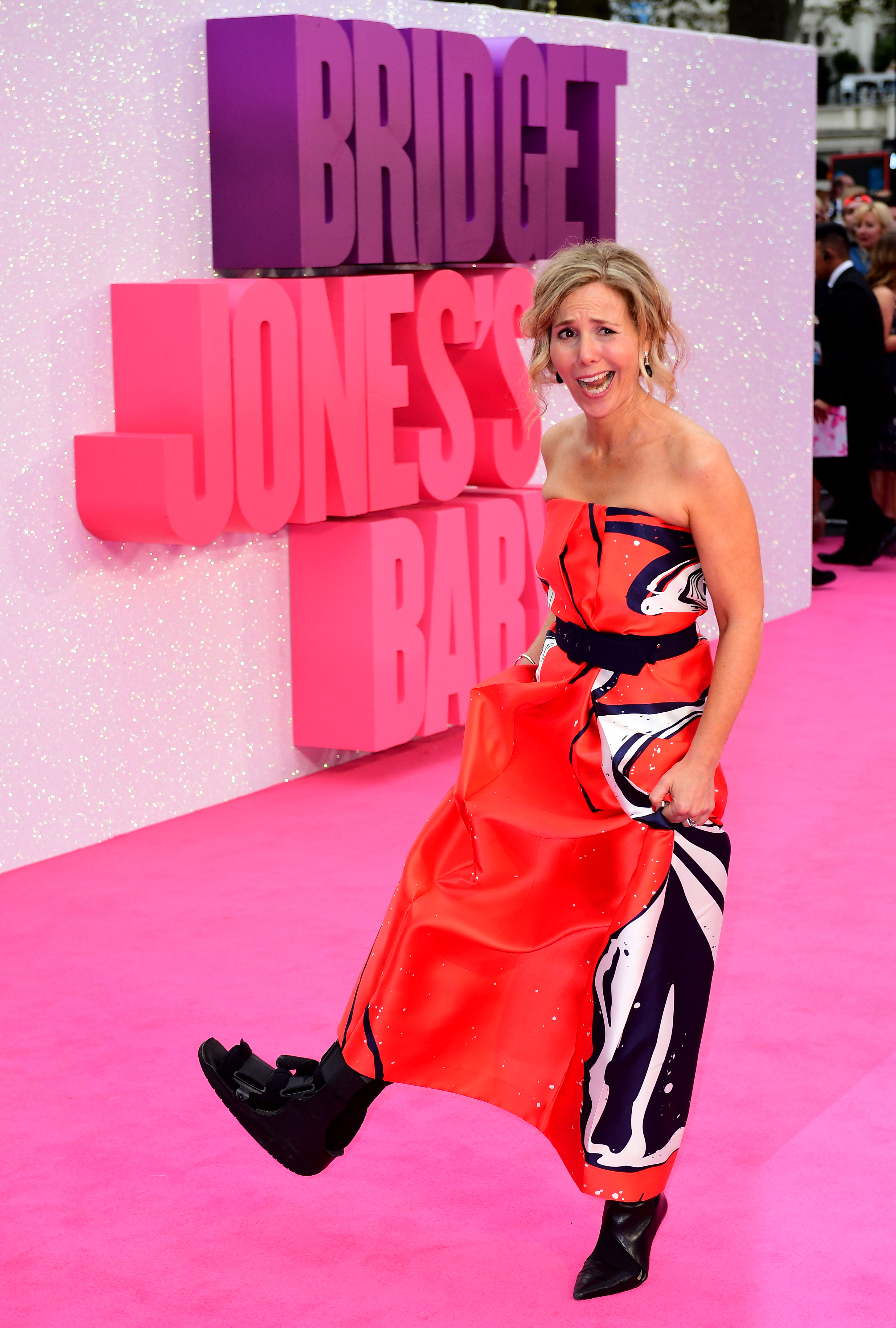 Sally Phillips at the Bridget Jones's Baby premiere in 2016, with an injured foot!